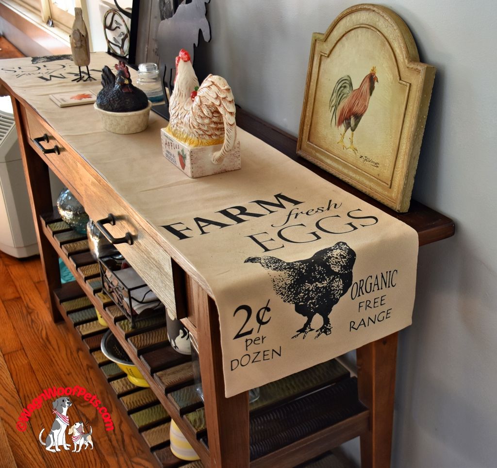 Chcicken Table Runner